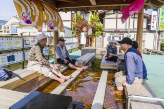 東根温泉 足湯(Foot bath at Higashine Hot Springs (Higashine Onsen))